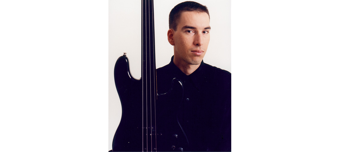 Jonathan Dimond fretless bass guitar